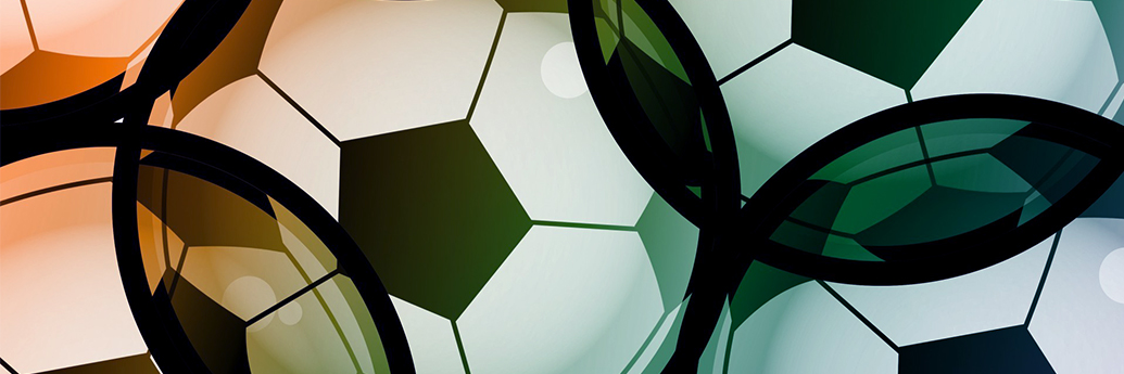 Mingii de fotbal care ocupă ecranul televizorului