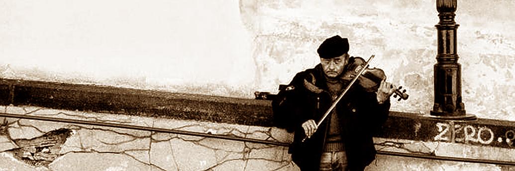 Cerșetor care comunică prin muzică